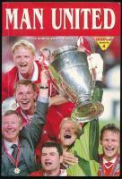 Dénes András, Dénes Tamás: Man United. Dedikált! Bp., 1999, Aréna 2000. Fekete-fehér képekkel illusztrált. Kiadói papírkötés.