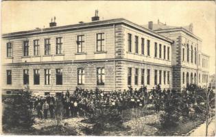 Leskovac, school with students (EK)