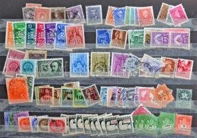 1-2.000 magyar és külföldi bélyeg gyenge állapotú 16 lapos A/4 berakóban. Érdekes, főleg régebbi és nagyrészt bélyegzett anyag.