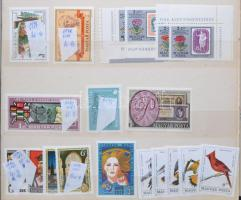3 db A/4 + 1 közepes berakó néhány száz magyar és külföldi bélyeggel, motívumokkal, sorokkal, néhány blékkal