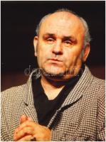 cca 1982 Hofi Géza (1936-2002) Kossuth-díjas előadóművész, humorista portréja, vintage DIAPOZITÍV, 9x6 cm