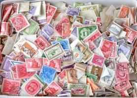 1-2 ezer darab magyar bélyeg ömlesztve dobozban