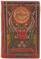 Jules Verne: Les Chateau des Carpathens. Les Voyages Extraordinaires. Collection Hetzel. Illustrations par L. Benett. Paris, én., Hetzel, 1 t.+ 199 p.+ 3 t. Francia nyelven. Kiadói szecessziós aranyozott, festett egészvászon-kötés, kopott borítóval, sérült gerinccel, laza címlappal és címképpel, az 1/2 oldal sarkán nagyméretű hiánnyal.