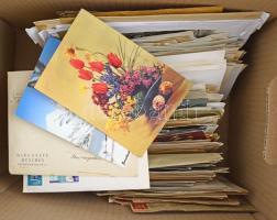 Németország levéltétel hullámkarton dobozban: Deutsches Reich, NDK, NSZK küldemények, díjjegyesek, hivatalos küldemények, külföldre küldött levelek stb érdekes vegyes anyag, néhány száz darab. / Germany cover lot.