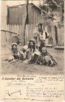 1903 Salutari din Romania, O familié de Tigani. Editeur J. Saraga & Co. / Román cigány család / Romanian gypsy family