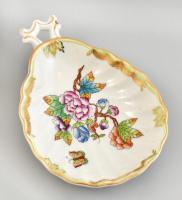 Herendi Viktória mintás porcelán kagyló formájú tálka füllel, kézzel festett, jelzett, apró mázhibákkal, m: 2,5 cm, 15x10 cm