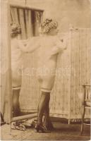 Erotikus meztelen hölgy öltözködés közben / Erotic nude lady dressing. 74/627 photo (non PC) (fl)