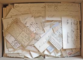 Több mint 2.200 db régi és modern magyar küldemény a klasszikusoktól kezdve nagy kartondobozban. Érdemes megnézni!