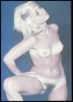 cca 1974 Czakó László (?-?) pécsi fotóművész hagyatékából vintage DIAPOZITÍV (bikini nélkül), 24x36 mm