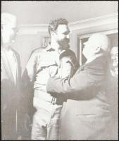 cca 1963 Fidel Castro (1926-2016) kubai forradalmár, politikus, államelnök, 1 db NEGATÍV, 5,8x4,9 cm