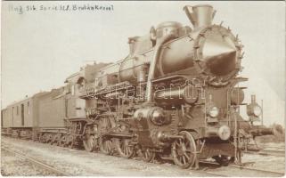 A MÁV 328 sorozatú HUNGÁRIA (2-C) jellegű, kéthengerű gyorsvonatmozdonya. Építette a MÁV (Magyar Királyi Államvasutak) Gépgyára Budapesten / Hungarian State Railways express train, locomotive. photo