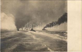 SM Tb 97 F (később jugoszláv T8) és 82 F osztrák-magyar haditengerészet 250t osztályú torpedónaszádja és Huszár-osztályú torpedóromboló / K.u.K. Kriegsmarine Huszár Klasse Zerstörer und Torpedoboote / Austro-Hungarian Navy torpedo boats and destroyer. photo