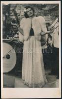 cca 1942 Karády Katalin (1910-1990) színésznő, vintage fotó a Filmbolt kiadásában, 13,6x8,5 cm