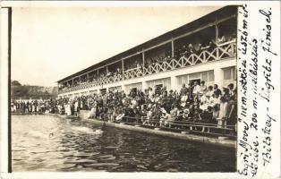 1925 Eger, MOVE nemzetközi úszómérkőzés, 200 m mellúszás: Bitskey és Szigritz finisek / Hungarian swimming race. photo