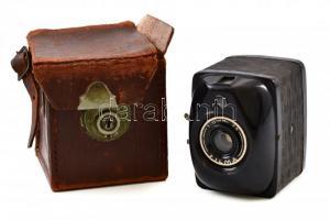 Filma f 10.5 fényképezőgép bőr tokkal, kopott /  Filma f 10.5 box camera (rare)