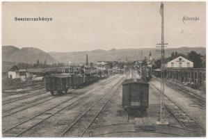 Besztercebánya, Banská Bystrica; Vasútállomás, vonat. Vasúti levelezőlapárusítás 1029. / railway station, train (r)