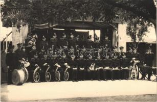MÁV vasutas zenekar, csoportkép. Budapesti Sajtó Fotó / Music band of the Hungarian State Railways. photo