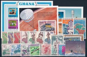 40 different stamps + 6 different blocks, Vegyes külföldi bélyegek 2 stecklapon: 40 klf bélyeg és 6 klf blokk