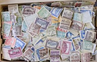 Néhány ezer Arató/Parlament bélyeg , kutatáshoz, lemezhibák kereséséhez, dobozban ömlesztve