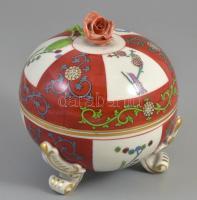 Herendi (Sissi) Gödöllő (SR - Siang Rouge) mintás, rózsás bonbonniere. Kézzel festett, jelzett, minimális lepattanások a rózsán d: 12 cm, m: 13 cm