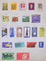 Több száz NDK bélyeg füzetlapokra ragasztva, közte jobb motívumok