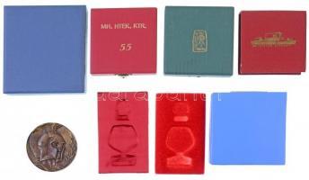 Vegyes: 1972. Kiváló munkájáért Br emlékérem (71mm) + 7db klf üres tok és tok belső emlékérmekhez, kitüntetésekhez T:vegyes