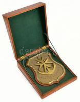 Málta Drydocks (szárazdokk) réz emlék, fa dobozban, dobozon máltai kereszt intarziával, 17×13,5 cm