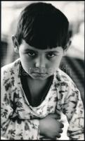 cca 1980 Magyar Alfréd budapesti fotóművész feliratozott, vintage fotóművészeti alkotása (Kis lábadozó), 29,5x18 cm
