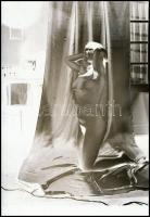 cca 1977 Szolidan erotikus hölgy, szolidan szolarizált vintage NEGATÍVon, 6x4,3 cm