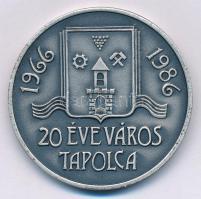 Bogár Lívia (1957-) 1986. 1966-1986 20 éve város Tapolca / Keszthelyi Éremgyűjtők Csoportja ezüstpatinázott Br emlékérem (42,5mm) T:1- Adamo KE43