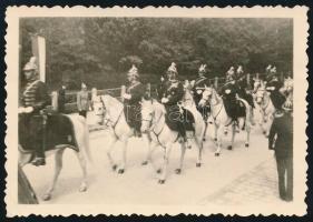 1938. május, lovasrendőrök Zrínyi sisakban, fotó, 6×8,5 cm