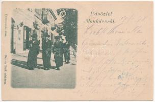 1898 (Vorläufer!) Munkács, Mukacheve, Mukacevo; zsidó férfiak az utcán. Bertsik Emil tulajdona, Judaika / Jewish men on the street. Judaica