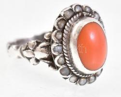 Ezüst(Ag) gyűrű, korall berakással, jelzés nélkül, méret: 52, bruttó: 4,8 g
