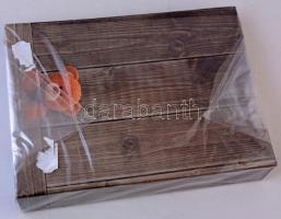 Műanyag képeslap album 200 férőhellyel, becsomagolva / Postcard album for 200 postcards, unpacked (18 x 25,5 cm)