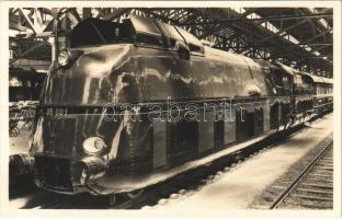 Stromlinienlokomotive Reihe 05. Reichsbahn-Ausstellung Nürnberg 1935. 100 Jahre Deutsche Eisenbahnen / German State Railway Exhibition, 100 years of the German Railways, streamliner train (Rb)