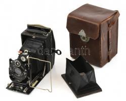 Zeiss Ikon kamera Zeiss Tessar 1:4,5 f: 10,5 mm objektívvel, hozzá Plaubel roll filmes adapter és fém kazetta. Bőr tokban, működő állapotban