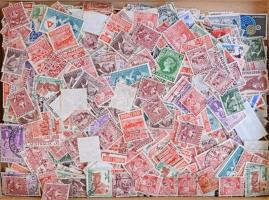 Ausztrália sok száz bélyeg ömlesztve dobozban, főleg forgalmi értékek