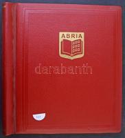 25 db erős, jó minőségű osztott berakólap Abria rugós albumborítóban, használt, de jó állapotban, tömeganyag tárolására kiválóan alkalmas