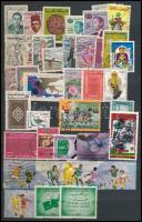Néhány száz külföldi bélyeg sok tengerentúlival és képessel 10 lapos közepes berakóban
