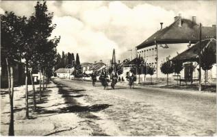 Aranyosmarót, Zlaté Moravce; Bernolákova ulica / utca, kerékpár / street view, bicycle