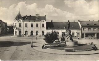 Bán, Trencsénbán, Bánovce nad Bebravou; Fő tér, üzletek / main square, shops (EK)