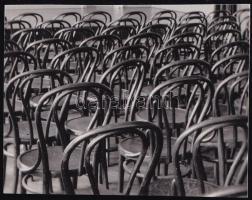 cca 1933 Kinszki Imre (1901-1945) budapesti fotóművész hagyatékából jelzés nélküli vintage fotó (székek egy üres nézőtéren), 3,7x5 cm