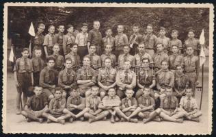 A 75. számú Árpád cserkész csapat tabló képe. 14x9 cm