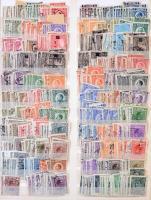 Jugoszlávia több / sok példányos készlet, több ezer bélyeg egy kék kötésű 15 lapos SCHAUBEK berakóban