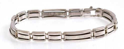 Ezüst(Ag) masszív glídes karkötő, jelzett, kis hibával: egy stift kijött h: 21 cm, nettó: 13,8 g