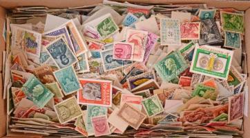 Kb 5000 darab magyar bélyeg ömlesztve cipős dobozban