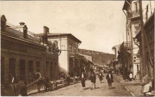 Piatra Neamt, Karácsonkő; Strada Mare / street view, pharmacy, shops (fl)