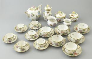 Herendi Viktória porcelán teás és mokkás készlet. Kézzel festett, jelzett, apró kopásokkal, rózsákon apró lepattanás.