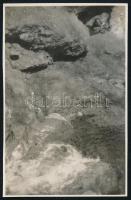 cca 1931 Kinszki Imre (1901-1945) budapesti fotóművész hagyatékából jelzés nélküli vintage fotó (hegyi patak), 8,5x5,5 cm