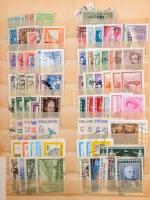 Vegyes külföldi tétel több mint 1.000, többségében pecsételt bélyeggel 12 lapos, közepes berakóban